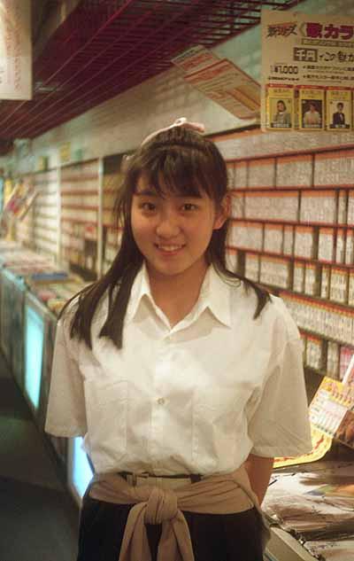 19870511キクイチミュージックセンターダイヤモンド地下街店_守谷香