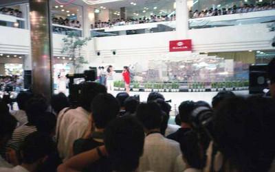 19870817サンシャインシティALPA噴水広場_西村知美