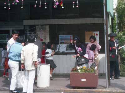 19870425佐野量子富士宮郵便局一日郵便局長郵便配達1